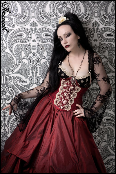 Lady Amaranth in a one-off underbust corset, photofraphed by Taya Uddin